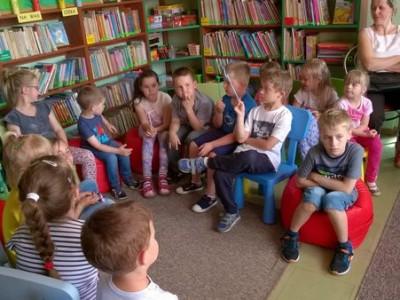 """""""Wszystkie dzieci nasze są…"""" – majowe spotkanie Klubu Małego Czytelnika"""